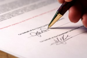 Подписываете договоры не глядя? Тогда ждите проблем!