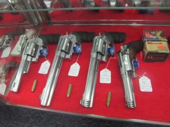 У МВД могут отнять право аннулировать лицензию на оружие у юридических лиц